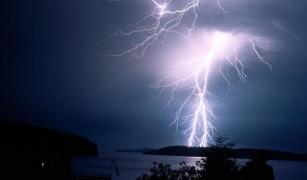 Как уберечь крышу от удара молнии