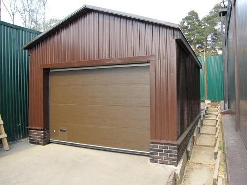 Постройка гаража из профнастила